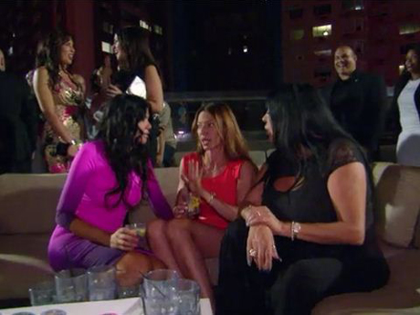 Mob Wives Gossiping